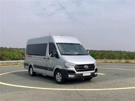 Xe du lịch 16 chỗ ngồi Hyundai Solati