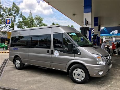 xe du lịch 16 chỗ ngồi Ford Transit